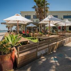 beach cafe st. kilda republica bar