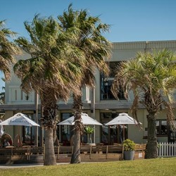cafe restaurant by the pier st. kilda republica